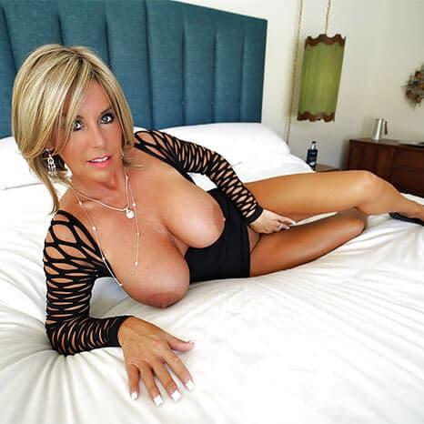 https://sexcam-chat.kostenlospornofilme.com/